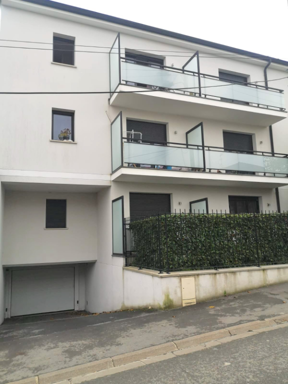 Parking / box Gournay Sur Marne  13.75 m2 3/3